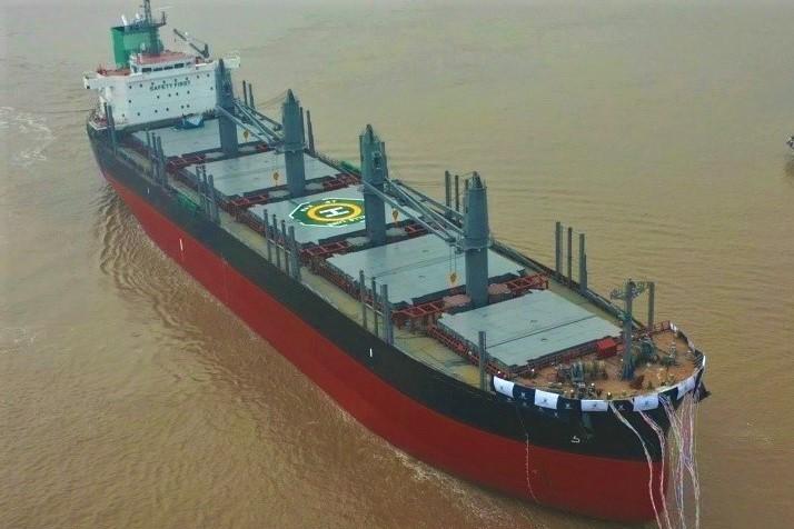首艘TESS42散货船下水