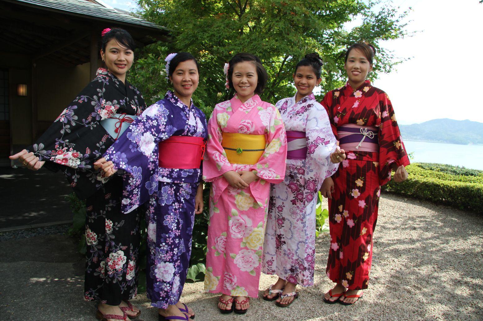 常石造船の海外グループ会社からの研修生「浴衣を着る会」で日本文化を体験