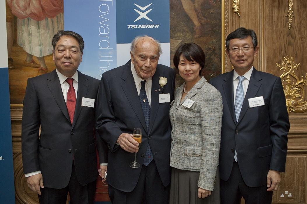 Dr. Andreas K. L. Ugland氏(中左)と河野健二社長(左)ほか