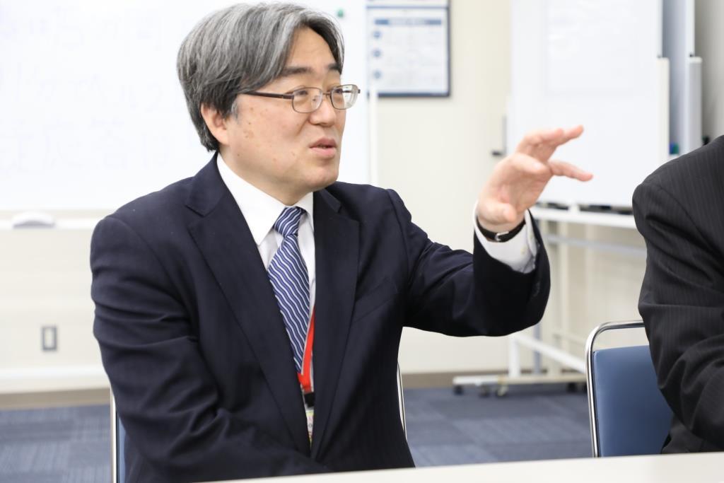 これまでの共同研究についてコメントする広島大学の安川教授